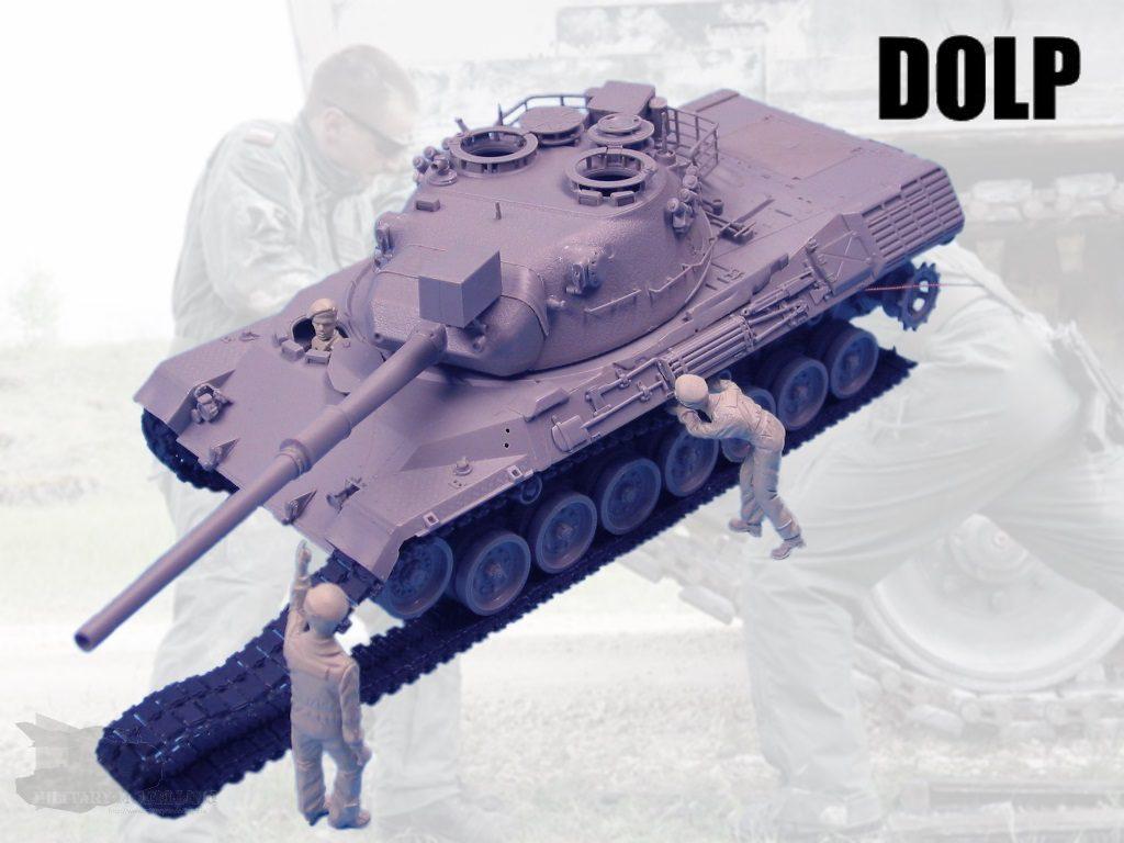 DOLP Modellbau: Panzersoldaten beim Gleiskette aufziehen